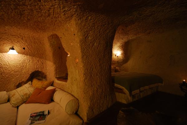 Cave2a